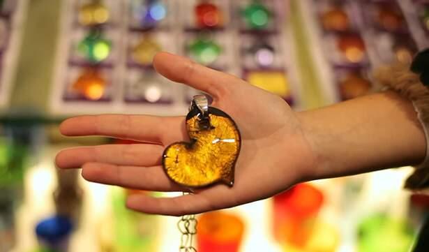 Joias e objetos decorativos em vidro Murano.